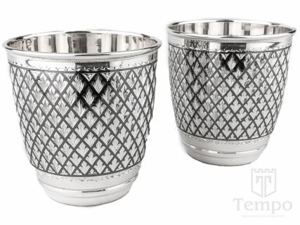 серебряный стакан для воды